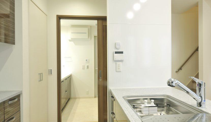 キッチン~洗面化粧室~浴室と続く家事動線(E号棟)