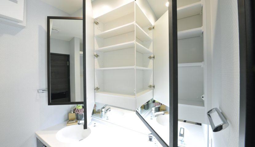 ホテルライクな洗面化粧台はワイドな2ボウルカウンター