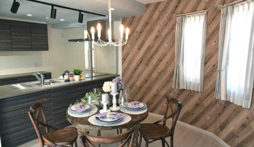 ラウンドした壁が楽しい雰囲気のダイニング・キッチン