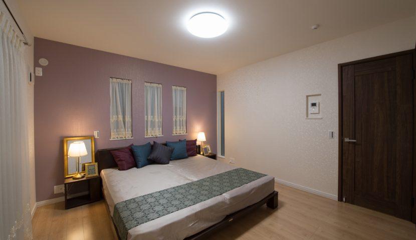 キングサイズのベッドを余裕で配置できる主寝室