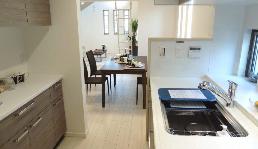 IHクッキングヒーターや食洗器・食器棚を標準装備したキッチン