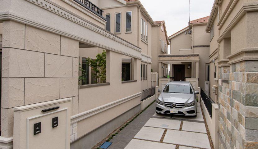 自家用車や自転車を楽々置ける2台駐車スペース。