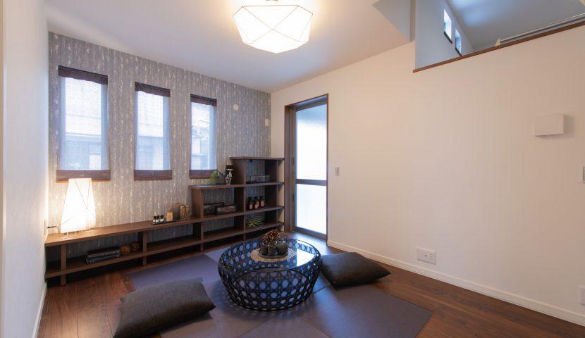 応接やヨガルームとして使える床暖房付きコモンスペース(1階世帯)