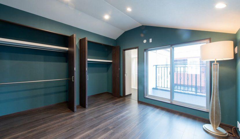 最上階に位置するこだわりの主寝室は日当たりも良く、プライバシーも安心です。